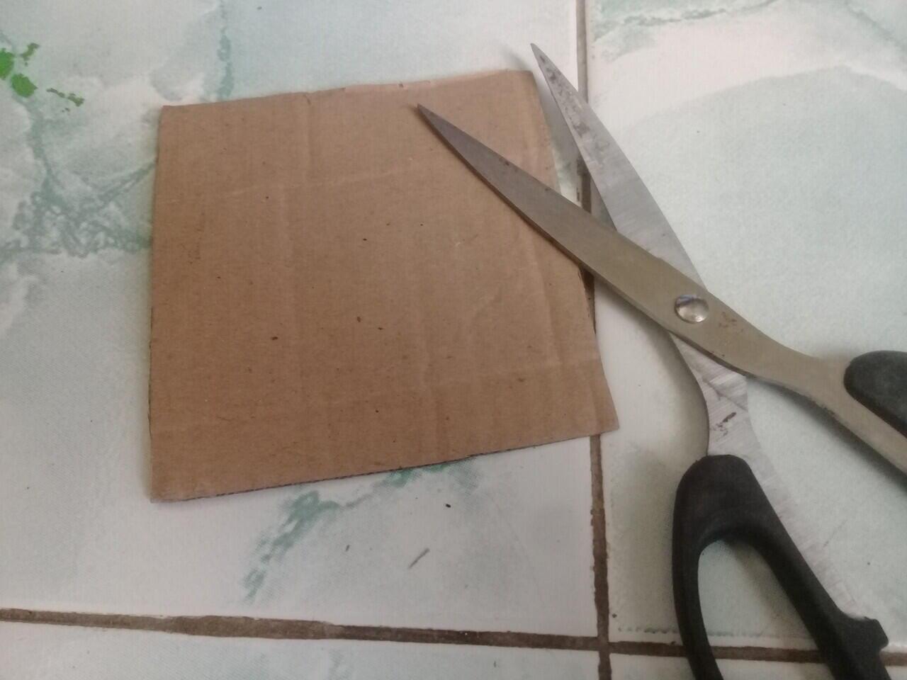 Cara membuat tempat alat tulis dan penjepit rambut dari gulungan tisu.
