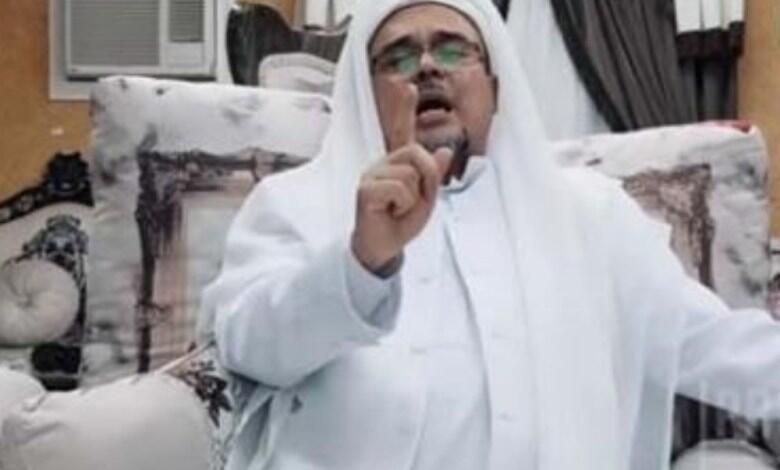 Viral video, spanduk Habib Rizieq kebal dibakar, warganet: Dilindungi Allah