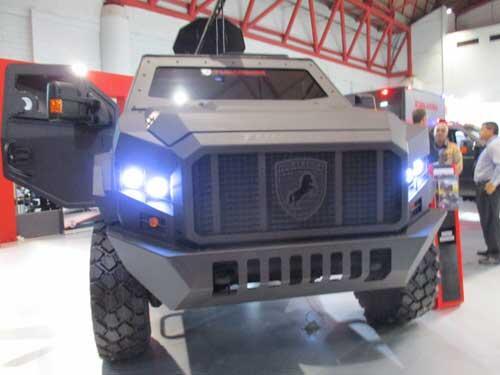 Ketika Mobil Ford F 550 Dirubah Menjadi Kendaraan Militer, Seperti Inilah Hasilnya