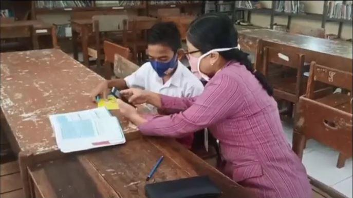 Nuduh Guru Makan Gaji Buta Selama Sekolah Diliburkan? Iri Bilang Bos!