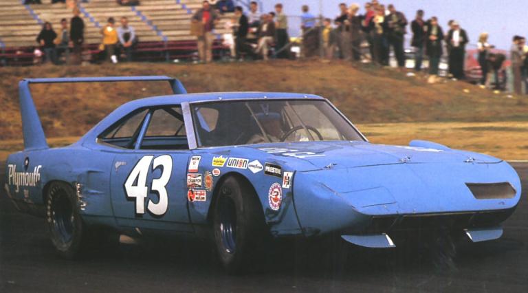 Plymouth Superbird: Mobil Legendaris Nascar, Wujud Asli 'The King' Dari Film Cars
