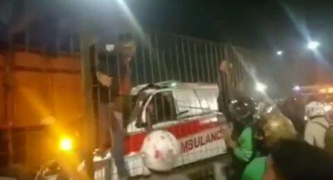 Tabrak Truk Tronton di Tol Kebon Jeruk, Pengemudi Ambulans Tewas