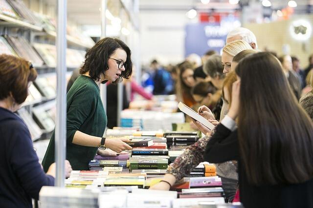 Minat Baca Rendah, Kenapa Buku Tetap Terbeli?