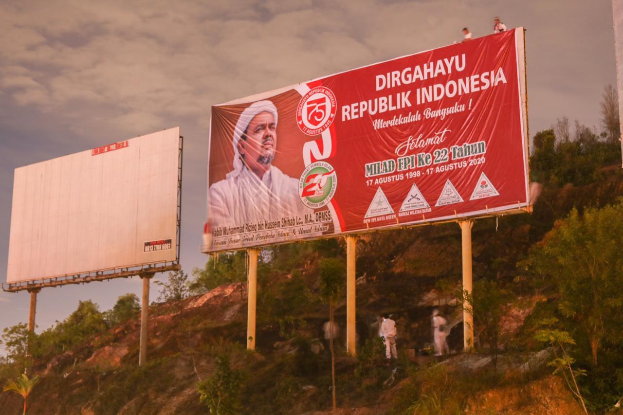 Spanduk Habib Rizieq Bentuk Sindiran Buat Jokowi dan Prabowo?