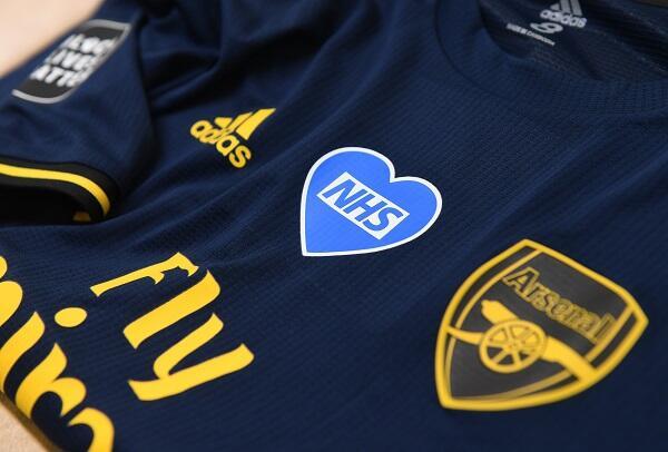 """Klub-Klub Sepak Bola di Inggris Juga Punya """"Badge"""" pada Kostumnya"""