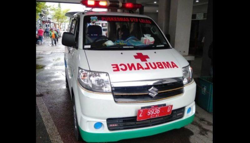 Mobil Ambulance Dihalangi, Pasien Pun Meninggal Di Perjalanan