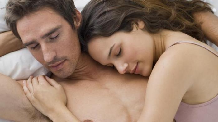 Buat Sista Seringlah Peluk Suami, Sebab Ini Dampak Positifnya!