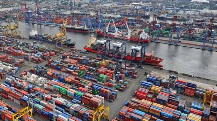 """6 Fakta Kenapa Pekerja Pelabuhan Mempunyai Pendapatan """"Diatas Rata-rata"""""""