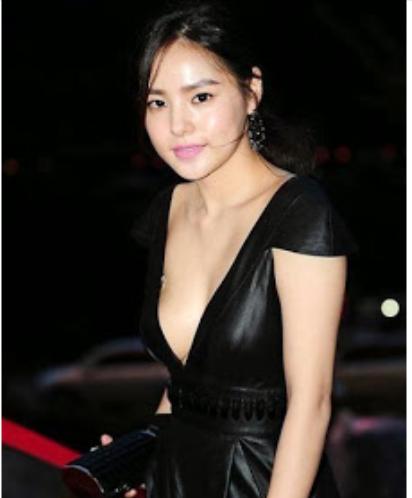 5 Seleb Korea Ini Berani Tampil Mengenakan Gaun Seksi dan Tampak Vulgar!