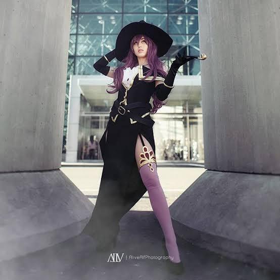 Tokoh-tokoh Anime yang Berpakaian Lengkap dengan Sarung Tangan Panjang dan Stocking