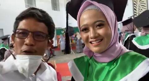 Kenakan Hijab, Ayu Mahasiswi Kedokteran Pertama UMI yang Beragama Hindu