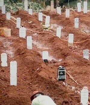 Cerita Penggali Kubur Covid 19 Kembali Meledak, Sudah Lelah Jenazah Makin Banyak