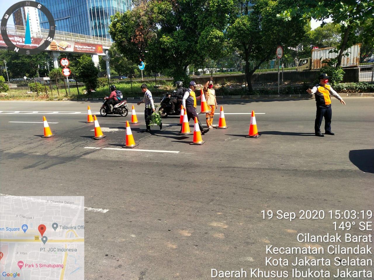 Sepeda Motor Nyungsep Di Cilandak, Jalan Gelombang Langsung Di Tata Ulang