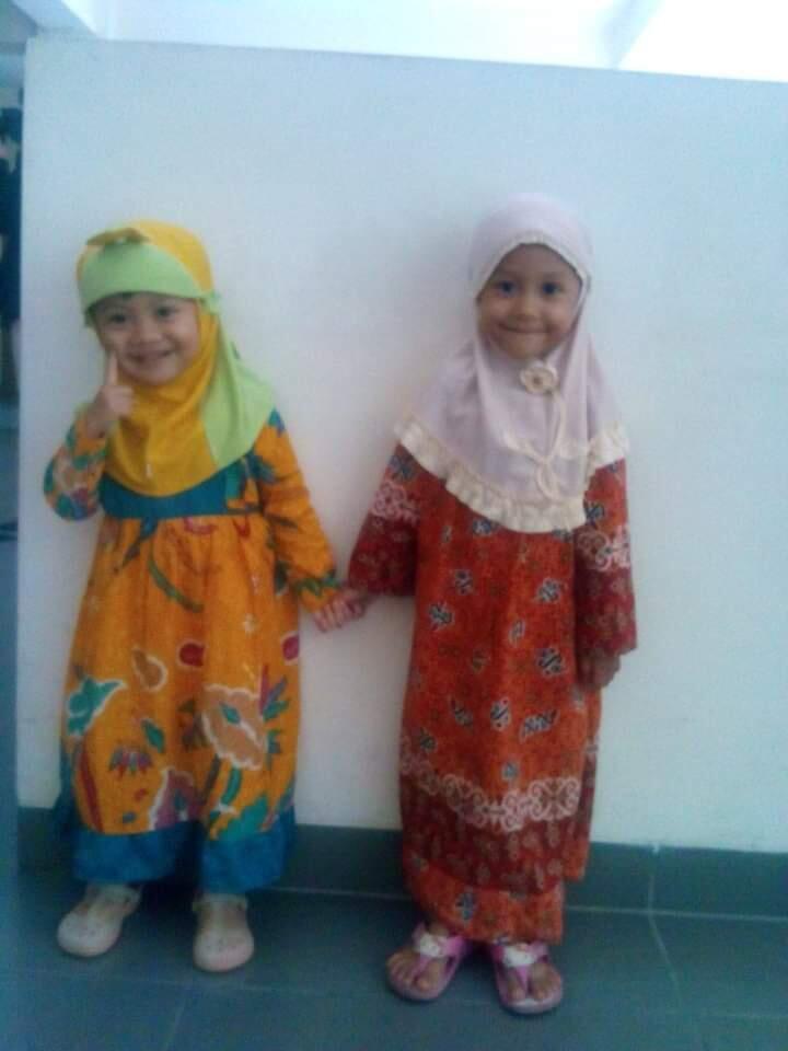 Cute Abis! Gamis Batik si Kecil Makin Hits