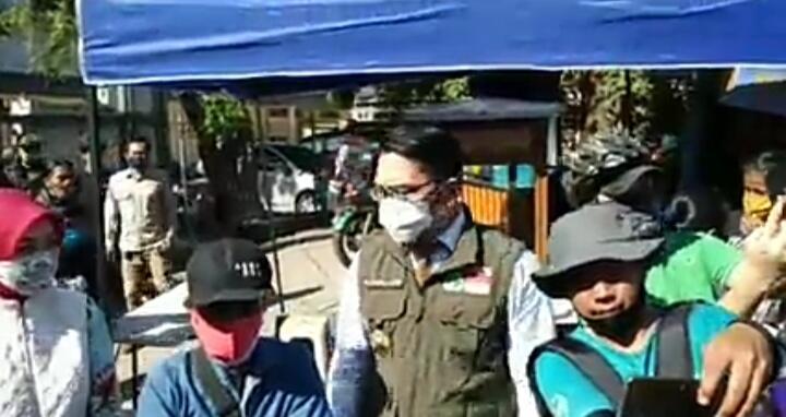 Hadiahkan Ponsel, Ridwan Kamil Dukung Ade Londok Promosikan Produk Lokal Di Sosmed