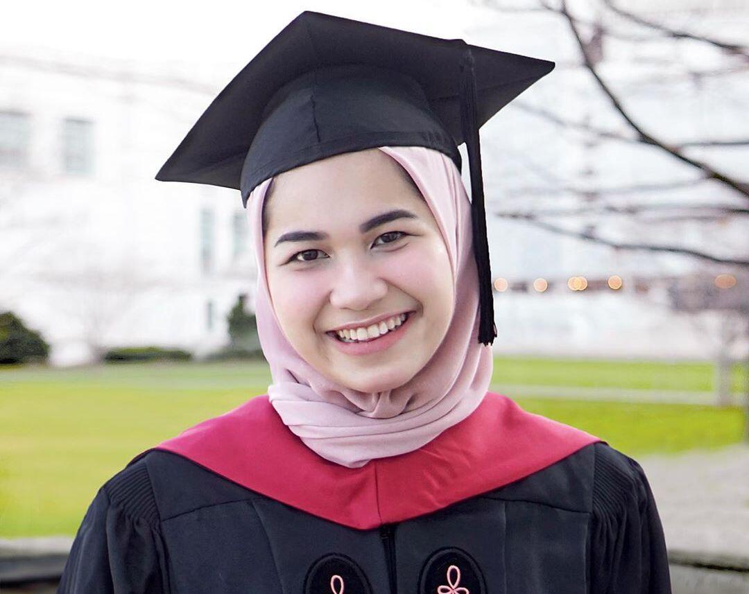 Kisah WNI Lulusan Harvard, Salat di Tangga Darurat hingga Diantar ke Musala