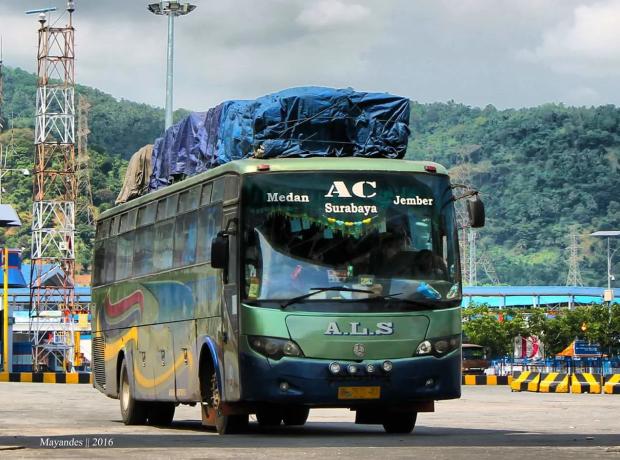 'Si Kuler Jahat', Bus Buatan Mercedes Benz yang Tangguh Dan Gak Suka Rewel