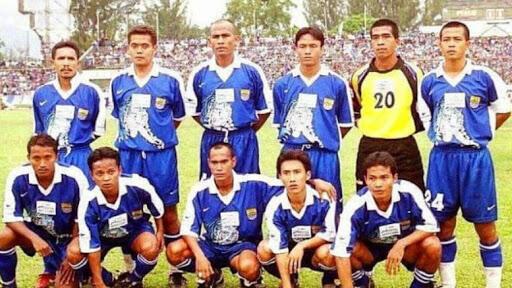 Yuk Flashback Jersey Kandang Persib Periode 2000-2004!