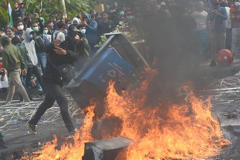 Demo Kok Merusak Fasilitas Publik? Itu Demo Apa Bentuk Kejahatan?