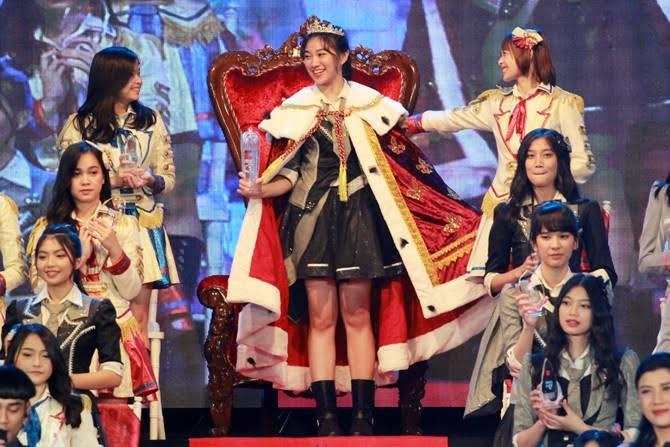 7 Kelakuan Fans JKT48 Yang Bikin Orang Awam Geleng-Geleng Kepala, No. 7 Paling Parah