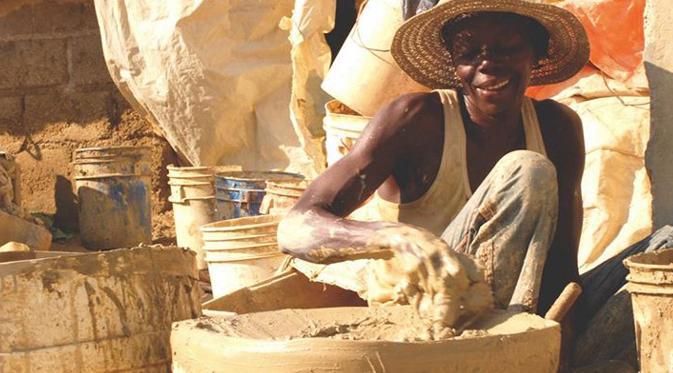 Aneh Tapi Nyata! Di Haiti Tanah Diolah Menjadi Makanan! Ada Yang Berani Coba?