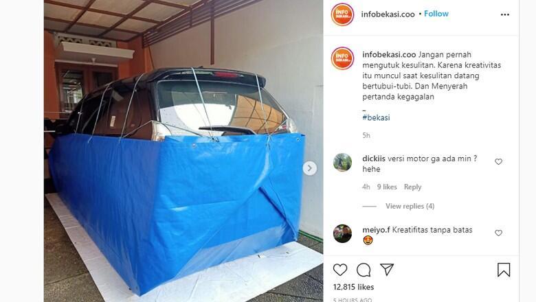 Bener – bener Kreatif, Biar Gak Kebanjiran Mobil Dibungkus Terpal!