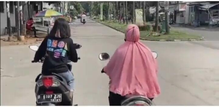 Emak-emak Penguasa Jalan, Tikung Pengemudi Lain Tanpa Sein dan Tak Merasa Bersalah!