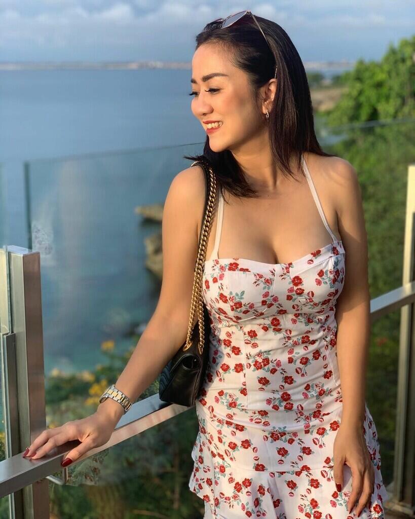 Postingan Bikini Bikin Heboh, Tante Ernie Bilang Gini