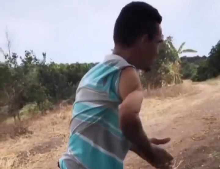 Bikin Ngilu, Heboh Video Seorang Pria Mampu Memutar Lengan Tangan 180°! Mengerikan