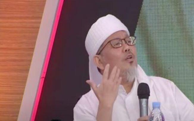 Tengku Zulkarnain Serang Denny Siregar Pakai Ayat Alkitab, Lancang!