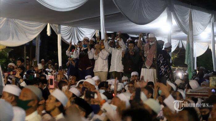 Soroti Kerumunan di Acara Habib Rizieq, Sikap Diam Anies dan Denda Rp50 Juta Disindir
