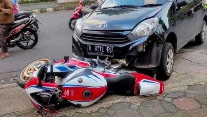 Viral Pengemudi Ayla Seruduk Motor CBR1000RR SP di Banyumas