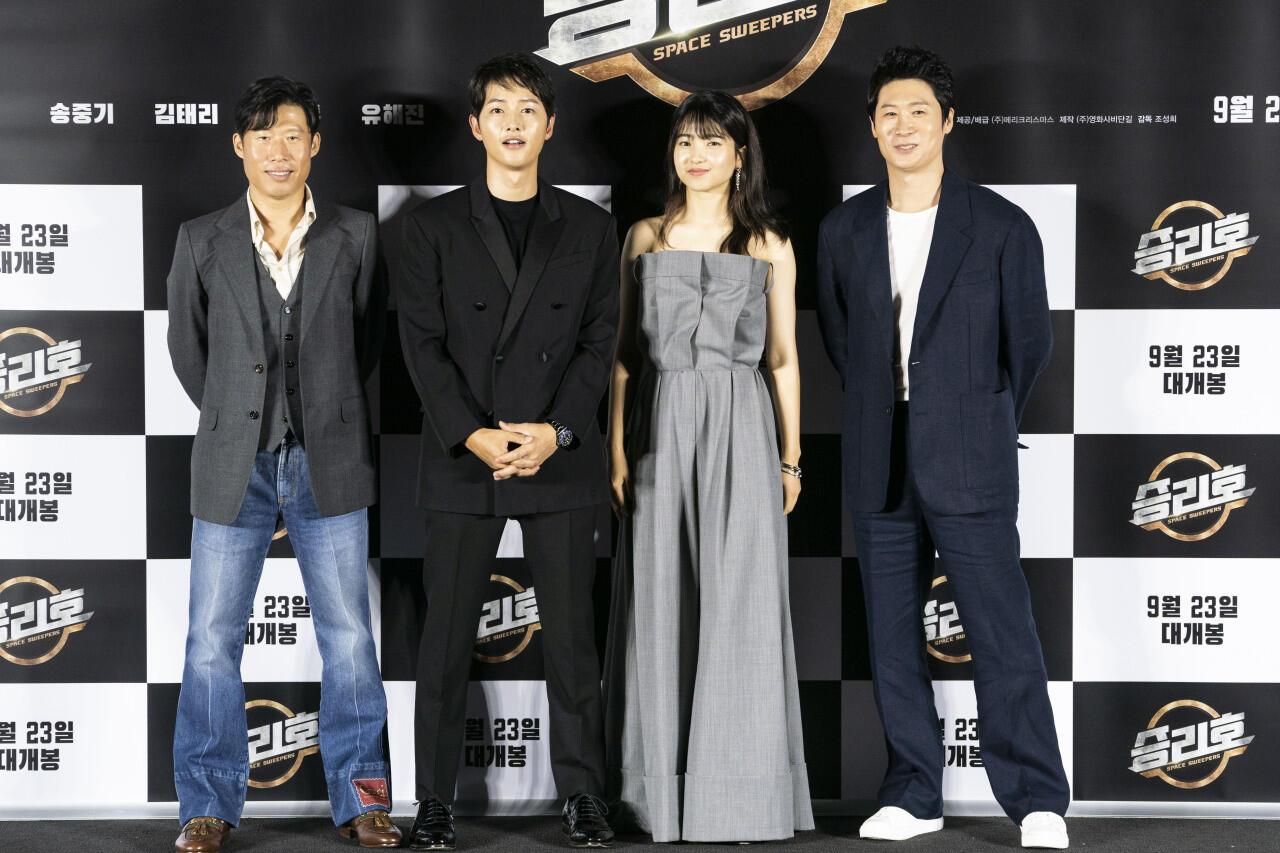 Film Terbaru Song Joong Ki dan Kim Tae Ri akan Tayang di Netflix!