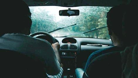 Ban Mobil Bukan Penghambat Petir Di Kala Hujan, Tapi Karena Ini