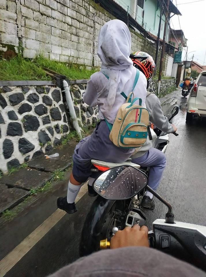 Potret Cewek-cewek Korban Crot Belakang Roda Motor, No.5 Sampai Kayak Gitu!
