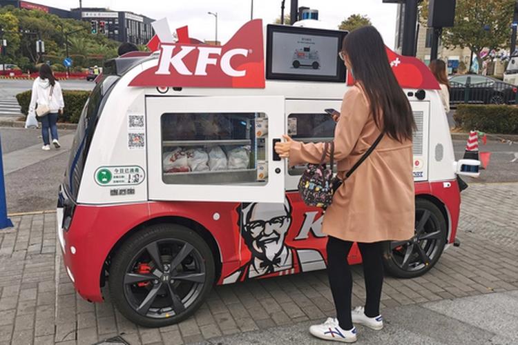 Di China KFC Jualan Ayam Pake Mobil Otonom, Keren Amat!