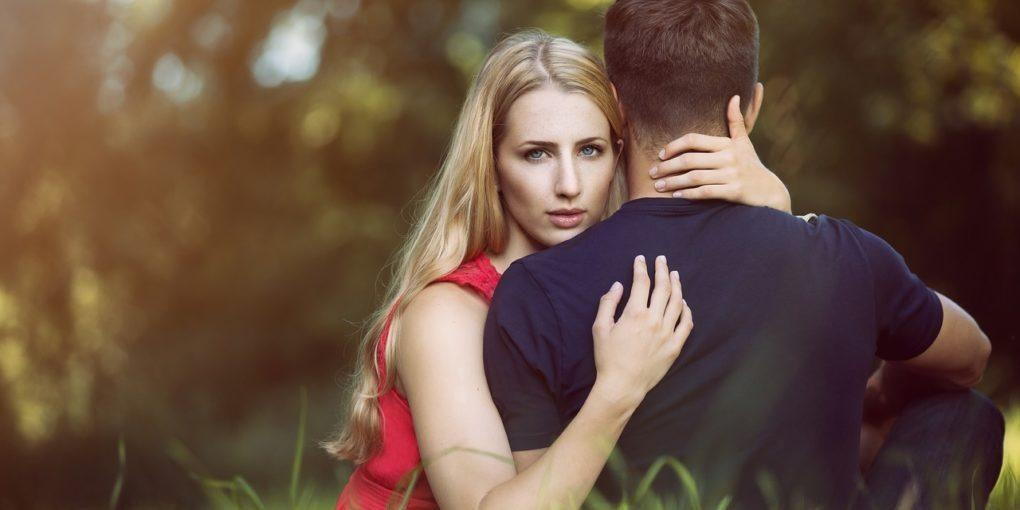 Benarkah Jika Suami Selingkuh Menyebabkan Kewarasan Istri Terganggu?