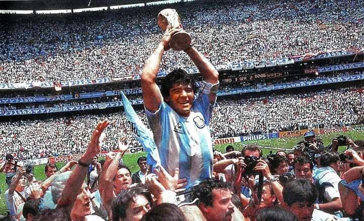 Hembusan Nafas Terakhir Sang Legenda Sepakbola, Diego Maradona