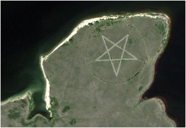 Pemandangan-pemandangan Janggal Yang Terekam Google Maps