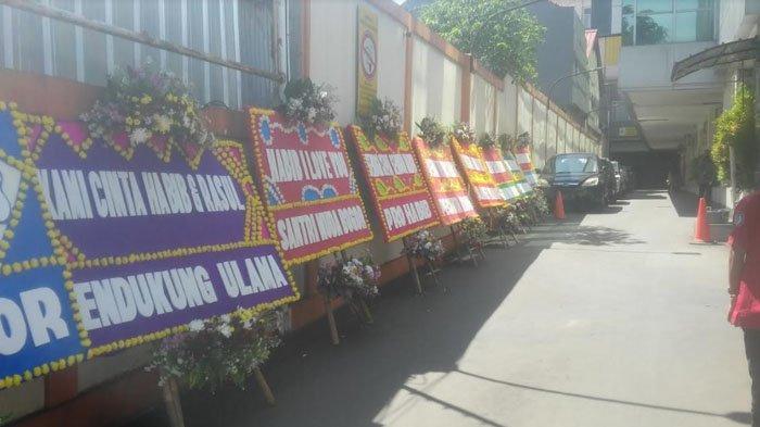 Karangan Bunga Berisi Ucapan Doa Terus Berdatangan Ke RS Ummi