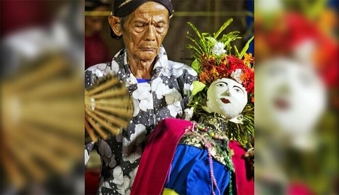 Misteri Kesenian Tradisional Nini Thowong, Hingga Ritual Pemanggilan Roh