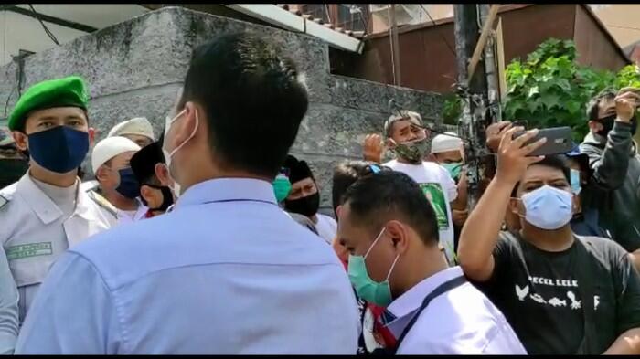Polisi Kembali ke Petamburan, Laskar FPI Teriak 'Hayya Alal Jihad'!
