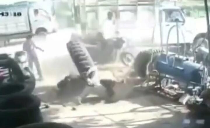 Mengerikan, Video 2 Orang Pria Terpental ke Udara karena Memompa Ban Hingga Meledak!