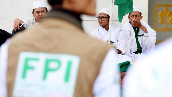 Pendukung Habib Rizieq Ngamuk di Kantor Polisi, Minta Dipenjara