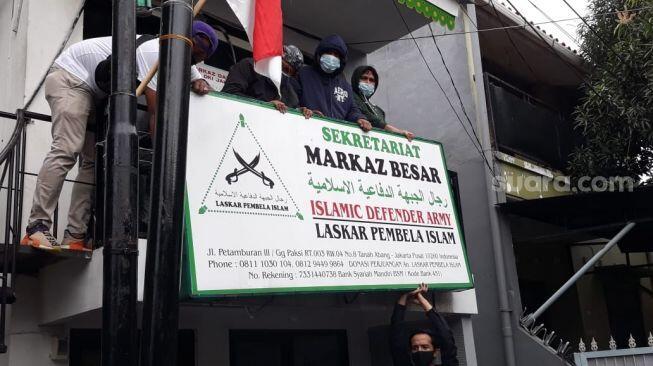 Foto-foto Markas Petamburan Dibongkar Brimob setelah FPI Dibubarkan..FPI sudah habis!