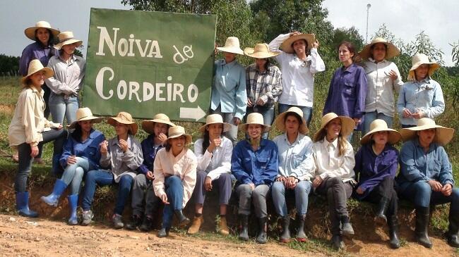 Beginilah Desa Tanpa Laki-Laki, Semua Aktivitas Dikerjakan Perempuan Cantik