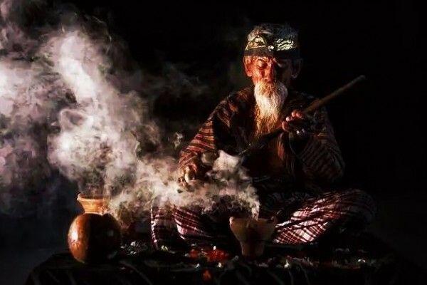 Inilah Perbedaan & Persamaan Penyihir Jujutsu Dengan Dukun Di Dunia Nyata!