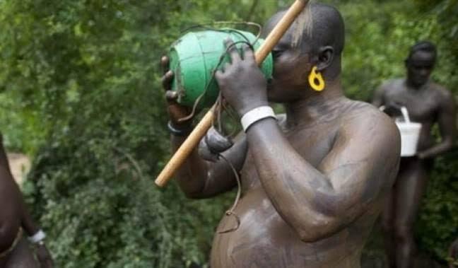 Pria Suku Bodi Minum Darah dan Susu, Apa Tujuannya?
