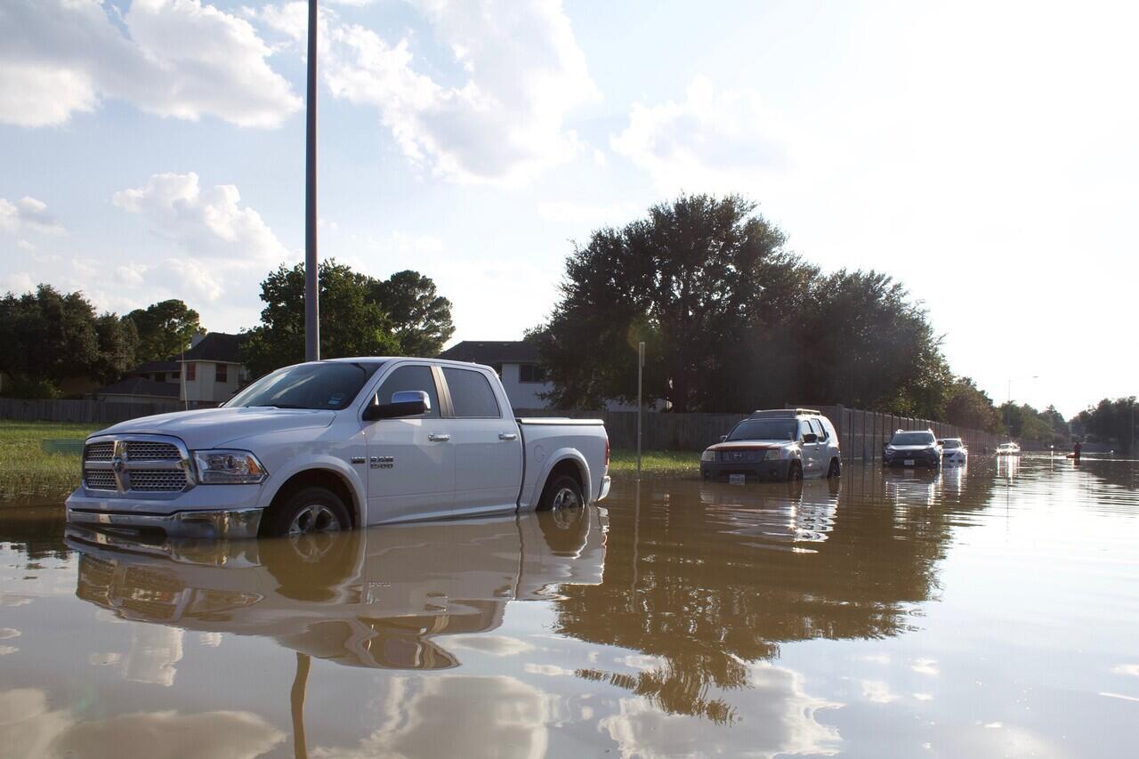 Lakukan 3 Tips Ini Saat Kendaraan Kalian Mengalami Mogok Karena Banjir