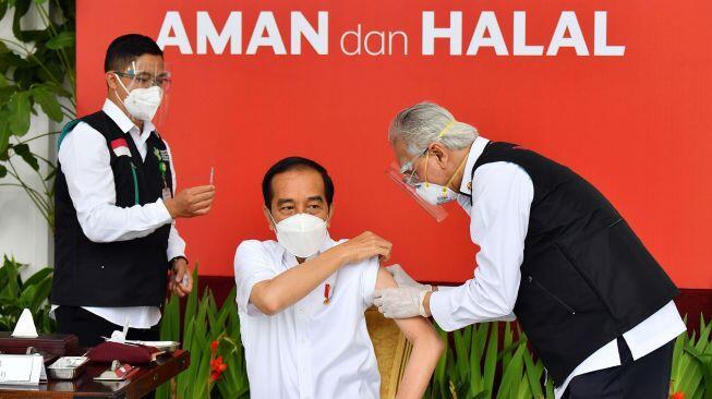 Pedas! Jokowi Divaksin, Rocky Gerung: Dia Banyak Bikin Sejarah Mengada-ada